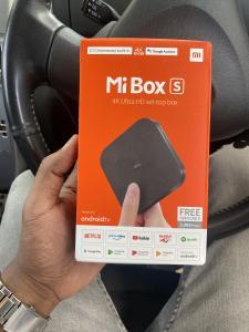Mi Box S 4K na caixa selada