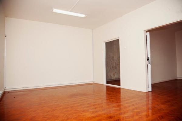 Moradia com 2 pisos, tipo-6 com 3 suites na Sommerschield 1